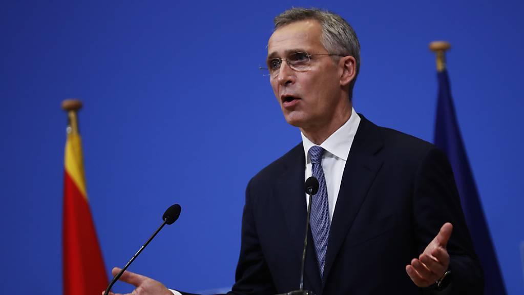 ARCHIV - Nato-Generalsekretär Jens Stoltenberg spricht während einer Pressekonferenz. Foto: Francisco Seco/AP Pool/dpa