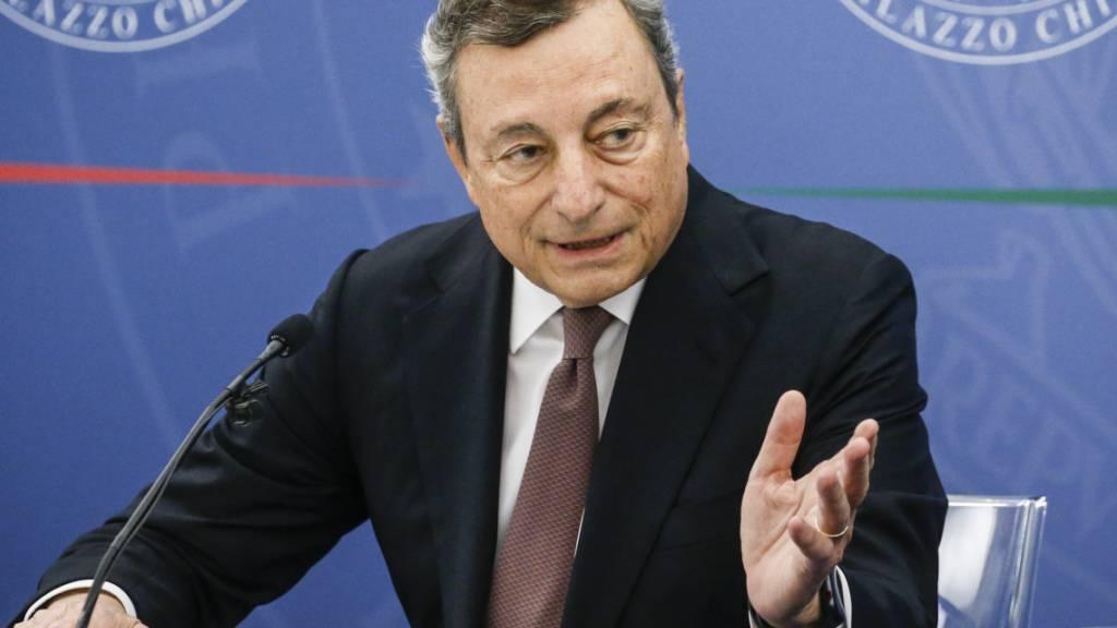 Mario Draghi, Premierminister von Italien, spricht während einer Pressekonferenz im Chigi-Palast. Foto: Fabio Frustaci/Pool ANSA/AP/dpa