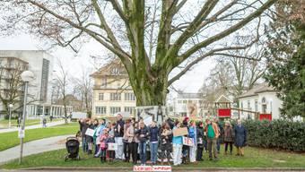 Demo gegen Eichenfällung am Kantonsspital Aarau