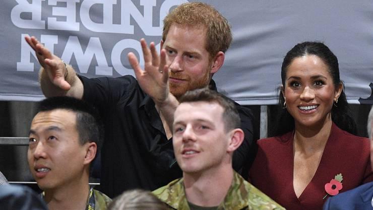 Wie ganz normale Zuschauer: Prinz Harry und seine Frau Meghan haben sich beim Rollstuhl-Basketballfinal unter ihre Fans gemischt.