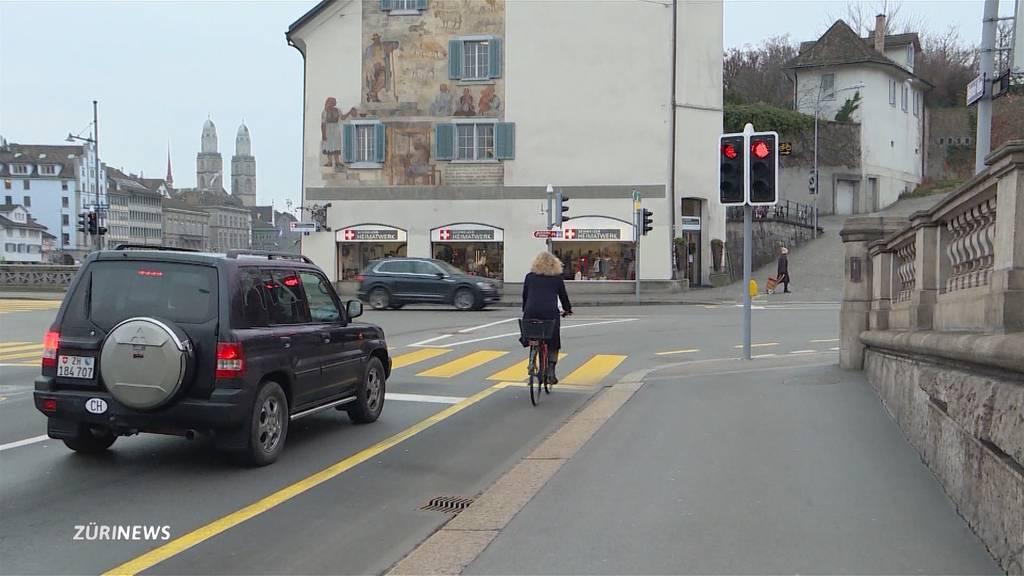 Velofahrer dürfen neu bei Rot rechts abbiegen