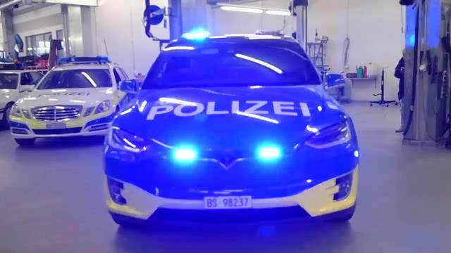 Erste Basler Polizei-Teslas eingetroffen