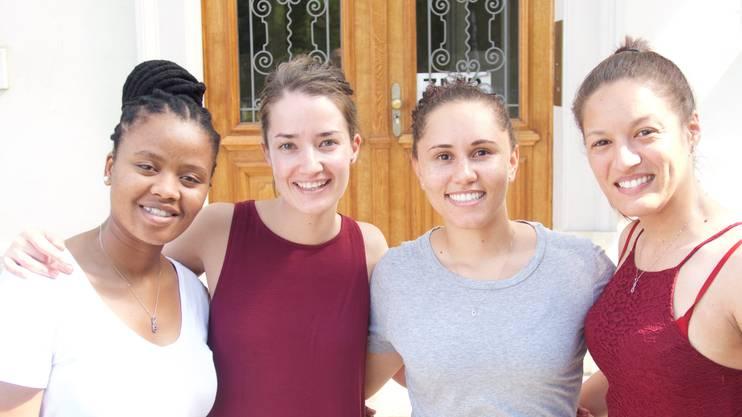 Siphesihle Nqweniso, Nandi Joubert, Danielle Smith und Larissa Adams (v.l.)