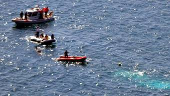 Retter suchen vor der westtürkischen Küste nach Überlebenden