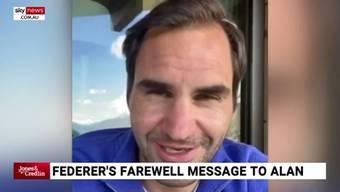 Roger Federer gratuliert Alan Jones /2