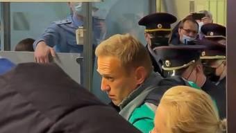 Nawalny wird bei seiner Ankunft in Moskau verhaftet.