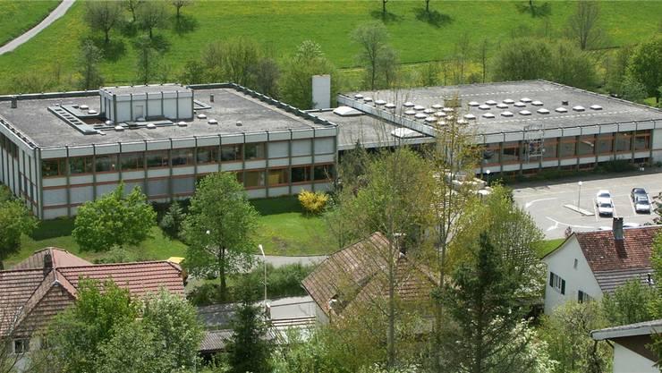 Schüler aus dem Guldental kommen im neuen Schuljahr am Mittag mit dem Bus von Balsthal ins Schulhaus Brühl (Bild) zum Mittagstisch. Am Nachmittag gehts dann wieder zum Unterricht nach Balsthal.