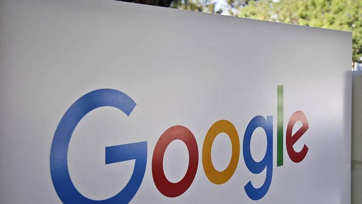 Das neue Google-Logo am Hauptsitz des Unternehmens in Kalifornien. (Symbolbild)