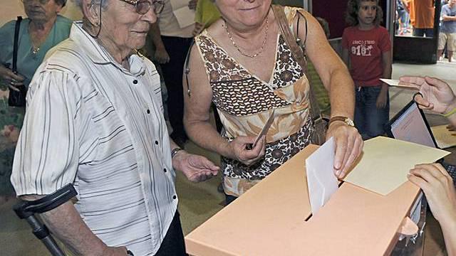 Katalanen stimmen in symbolischem Referendum für Unabhängigkeit