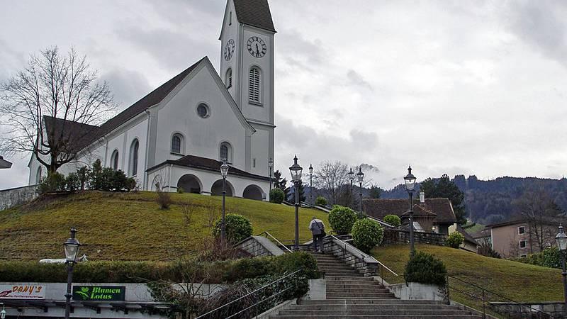 Mit der Kirche verbunden und gläubig