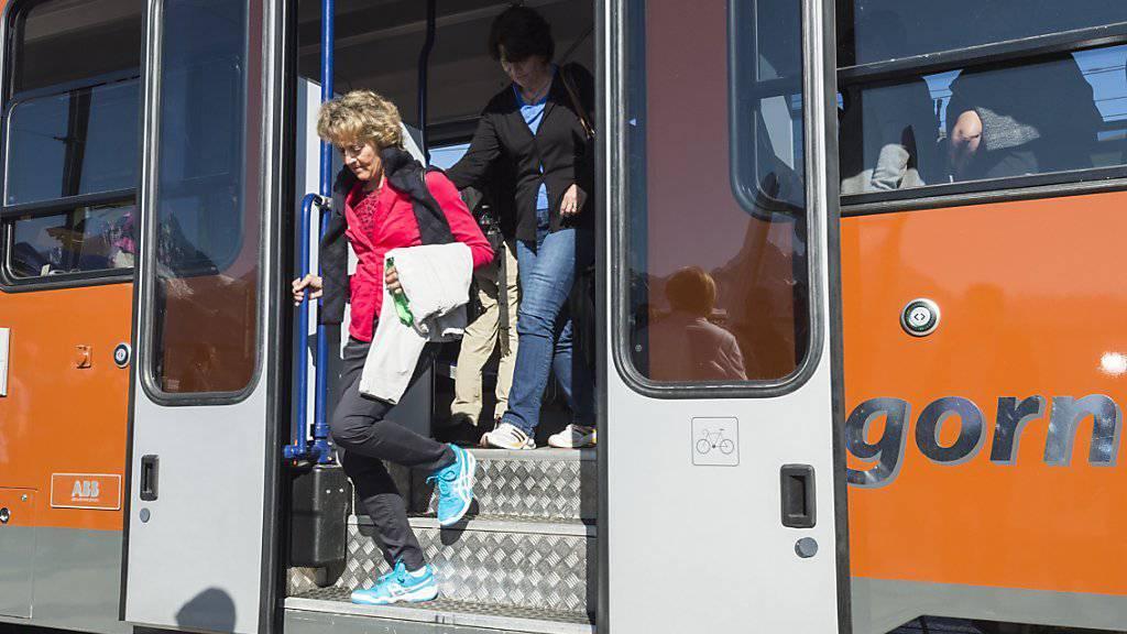 Auch die damalige Bundesrätin Eveline Widmer-Schlumpf fuhr mit der Gornergrat Bahn zu einem Jubiläumsanlass anlässlich der 150-jährigen Erstbesteigung des Matterhorns. (Archiv)
