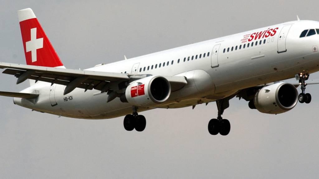 Ein Airbus A 321 der Swiss musste seinen Flug nach Rom wegen Rauchentwicklung in der Kabine abbrechen. (Archivbild)
