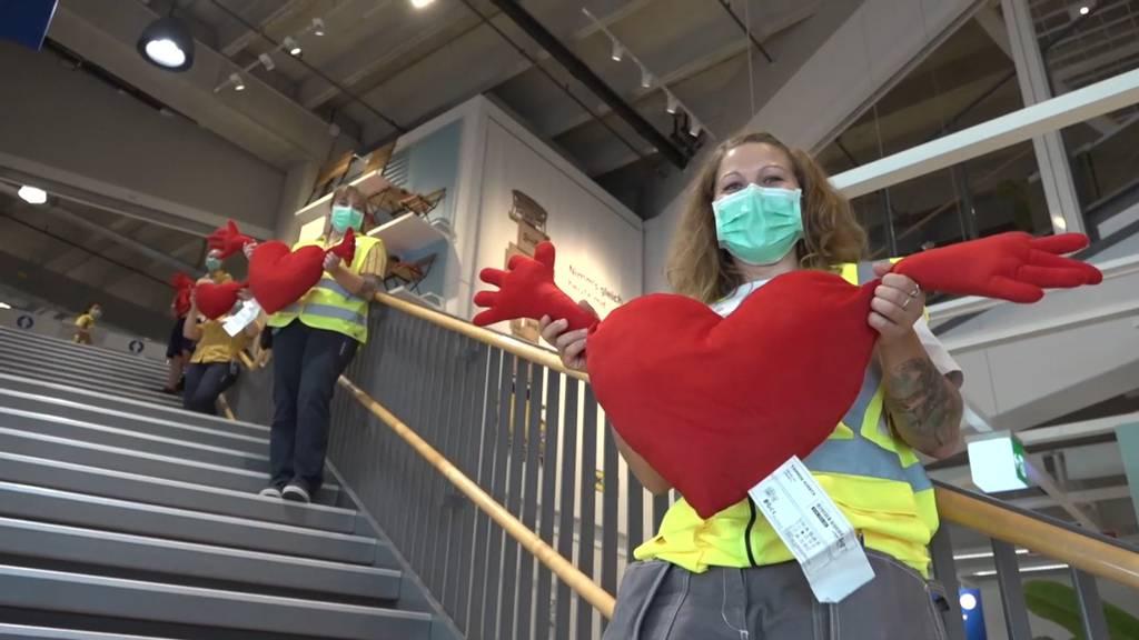 Ikea: Kunden standen bereits zwei Stunden vor Wiedereröffnung Schlange