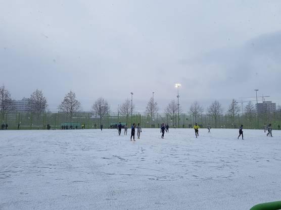 Testspiel FC Zürich FC Aarau - zweite Halbzeit im  Schneetreiben (4)