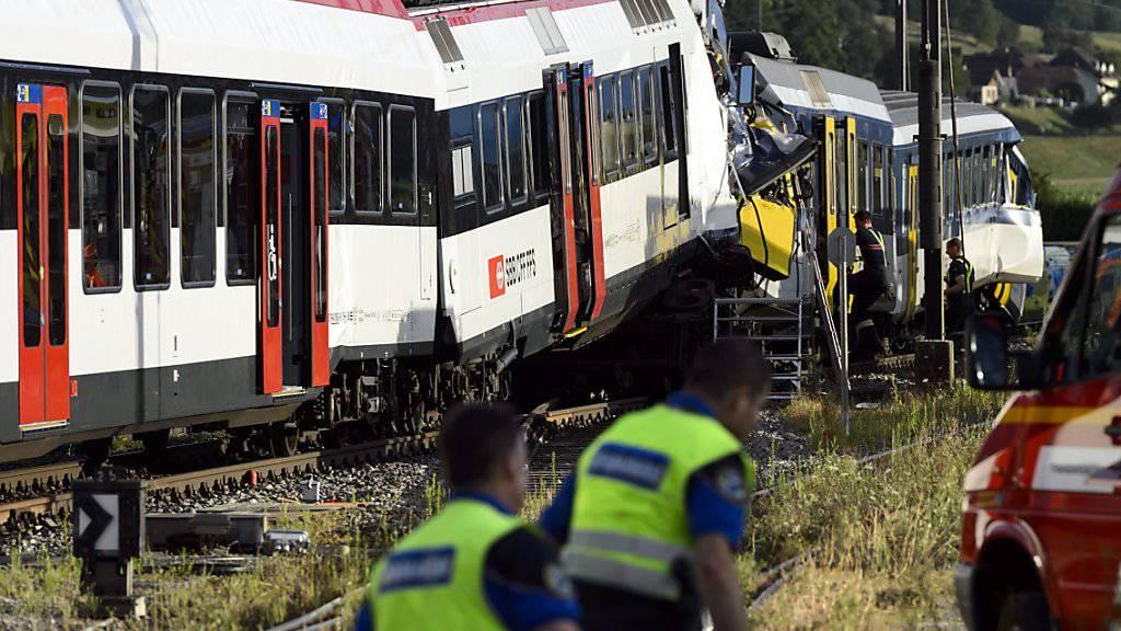 Beim Zusammenstoss der beiden Regionalzüge in Granges-Marnand VD verstarb 2013 eine Person, weitere 26 Passagiere wurden verletzt.