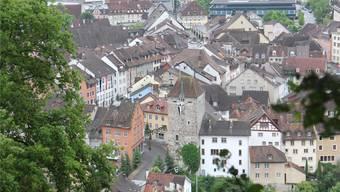 Blick auf die Dächer der Brugger Altstadt: Die Stadt hat einiges zu bieten, was vor allem inländische Touristen immer neugieriger macht.