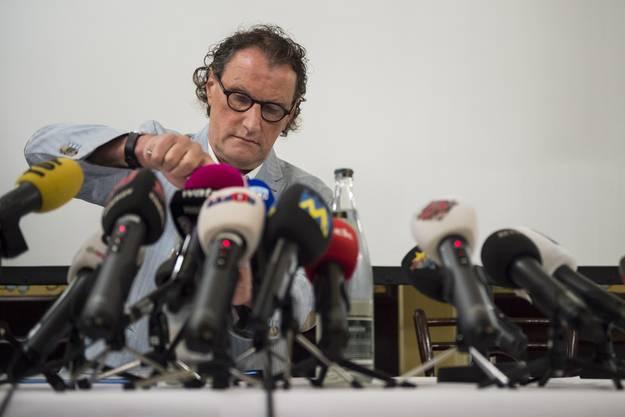 Geri Müller stellt sich in Zürich der Presse – und alle Medien kommen.