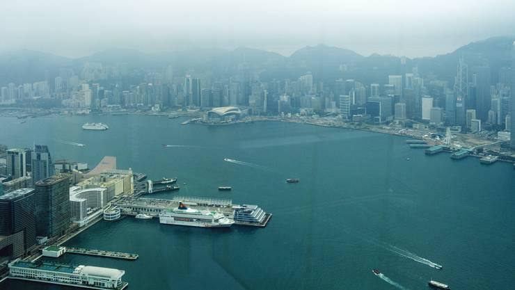 Blick auf das HKCEC(Bildmitte) auf Hongkong Island. Hier findet die Art normalerweise statt.