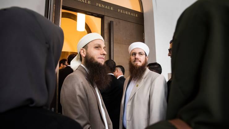 Doch schuldig? Nicolas Blancho, Präsident des Islamischen Zentralrats der Schweiz und sein Medienverantwortlicher Qaasim Illi beim Prozess vor dem Bundesstrafgericht.