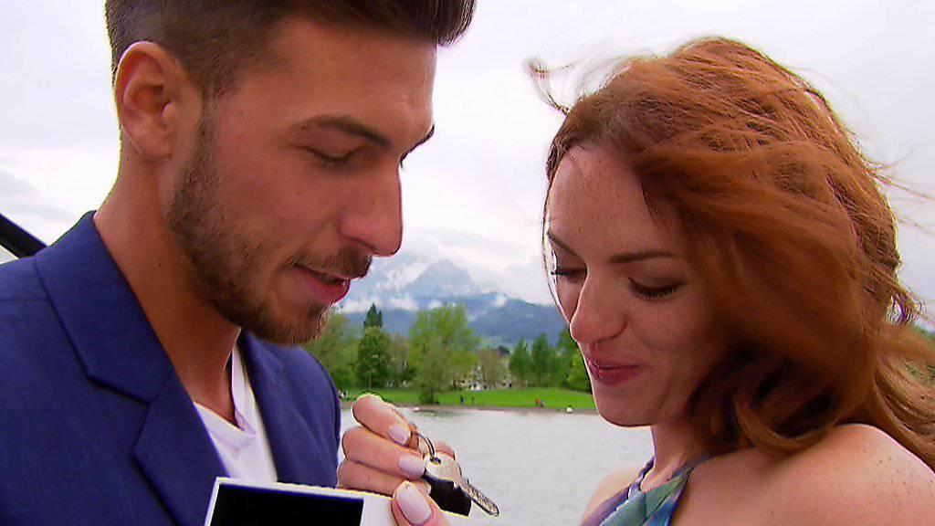 """Zaklina Djuricic und Michael Schmied nehmen ihr Leben nach """"Bachelorette"""" in Angriff: Den Schlüssel zu ihrer ersten gemeinsamen Wohnung haben sie schon. (Pressebild 3+)"""