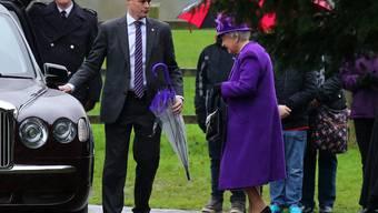 Queen Elizabeth II ist gut gerutscht: An einer Gedenkveranstaltung auf ihrem Landsitz zeigte sie sich erstmals im neuen Jahr in der Öffentlichkeit (Archiv).