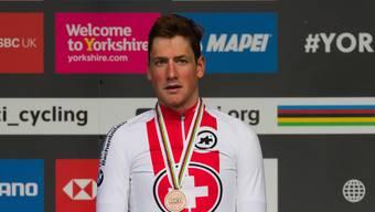 Er macht Hoffnungen und Lust auf mehr: Radfahrer Stefan Küng posiert mit seiner WM-Bronzemedaille.