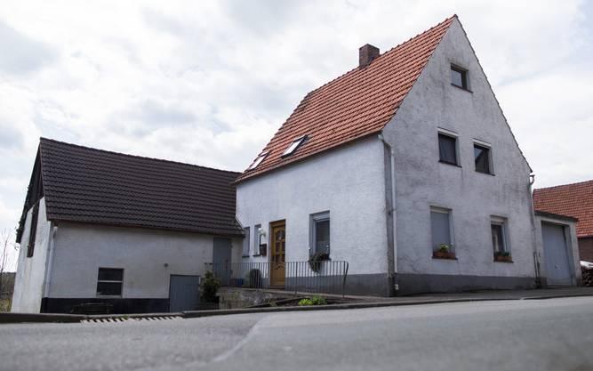 Hier wohnten ein 46 Jahre alter Mann und seine 47 Jahre alte Ex-Frau. Im Dorf gaben sie sich als Bruder und Schwester aus.