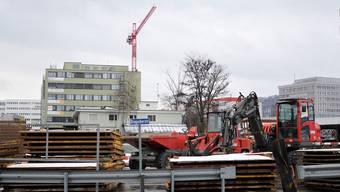 Die Muttenzer Deponie Feldreben zwischen Stegacker-, Hofacker und Kriegackerstrasse während ihrer Sanierung
