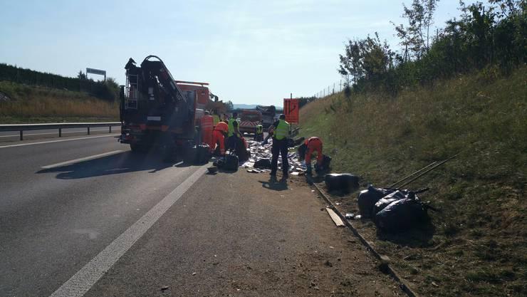 Am Montagmorgen, um 8.40 Uhr, verlor ein Lastwagen mit Anhänger auf der Autobahn A3 verlor er nach einem Ausweichmanöver mehrere Tonnen Ladung.