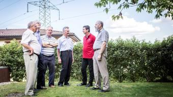 Das Kernteam von Akut setzt sich seit Jahren für eine umweltverträgliche Leitungsführung ein (v. l.): Roland Pfister, Hans Tschopp, Erich Zuber, Valentino Diacci, Andreas Brack und Konrad Vögele.