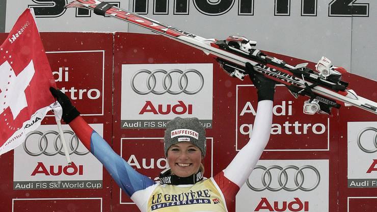20. Dezember 2008 - Neue Saison, aber selbes Jahr. Mittlerweile ist Lara Gut 17 Jahre, 7 Monate und 23 Tage alt. In St. Moritz findet an diesem Tag ein Super-G statt. Und Lara Gut gewinnt. Mit Startnummer 1 ist sie schneller als alle. Das Schweizer Supertalent ist damit bis heute jüngste Siegerin eines Super-G.