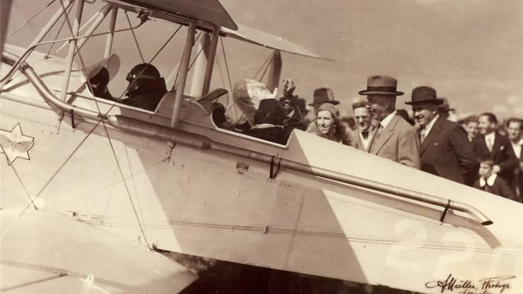 Ankunft der De Havilland DH-60 Moth in Grenchen am 12. April 1931 mit den Piloten Ernst Knab und Marco Tettamanti.