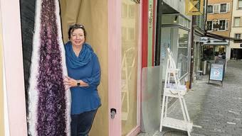 FAV-Präsidentin Biggi Winteler vor ihrem neuen Lokal in der Marktgasse.