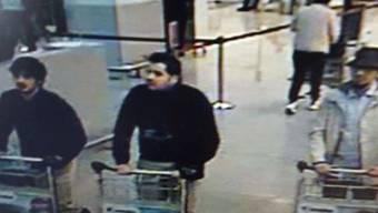 Das Fahndungsfoto der drei Attentäter vom Brüsseler Flughafen.