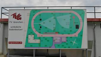 Im Stadion des TVG wurde schon lange vor der Sanierung eine Sponsorenwand aufgestellt.