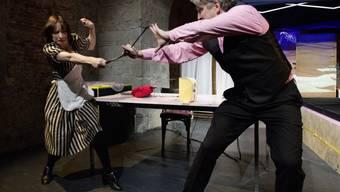 """Sebastian Krähenbühl (r) und Mareike Sedl spielen Niklaus Helblings Bühnenfassung """"Der Räuber"""" von Robert Walser. Premiere war am 16. März im Theater an der Winkelwiese in Zürich."""