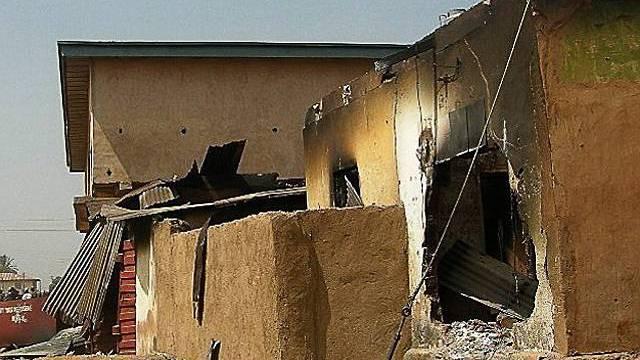 Ein zerstörtes Haus in der zentralnigerianischen Stadt Jos (Archiv)