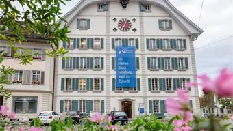 Die Kaufmännische Berufsschule Lenzburg bleibt weiterhin bestehen.