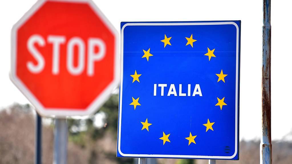 Das besonders stark von der Coronavirus-Pandemie getroffene Italien lässt vom heutigen Mittwoch an wieder Feriengäste ins Land. (Archivbild)