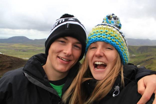 Seraina und Michael: «Im Land von Feuer Eis und Schnee, sodass sogar im Sommer eine Mütze getragen werden muss», Island im Þingvellir Nationalpark.