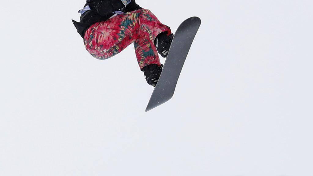Verena Rohrer fliegt durch die Halfpipe in Park City