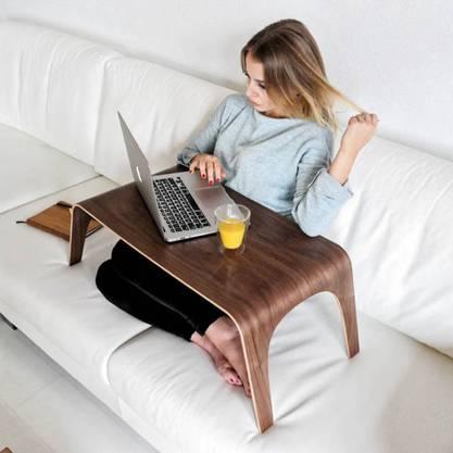 Mit dem Laptoptisch Tableone bleibt man flexibel. Circa 170 Franken, jungholzdesign.de