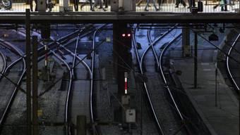 Wenn die Lokführer streiken, bleiben die Bahnhöfe leer (Symbolbild)