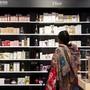 Schweizer dürften auch dieses Jahr kräftig einkaufen - und damit die Wirtschaft stützen. (Themenbild)