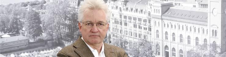 Der geschasste ERZ-Direktor Urs Pauli stellt sich den Medien. Ein teurer Dienstwagen wurde ihm zum Verhängnis.