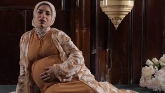 Hidschabs in allen Formen und Farben: Dieses Video soll Musliminnen bestärken.