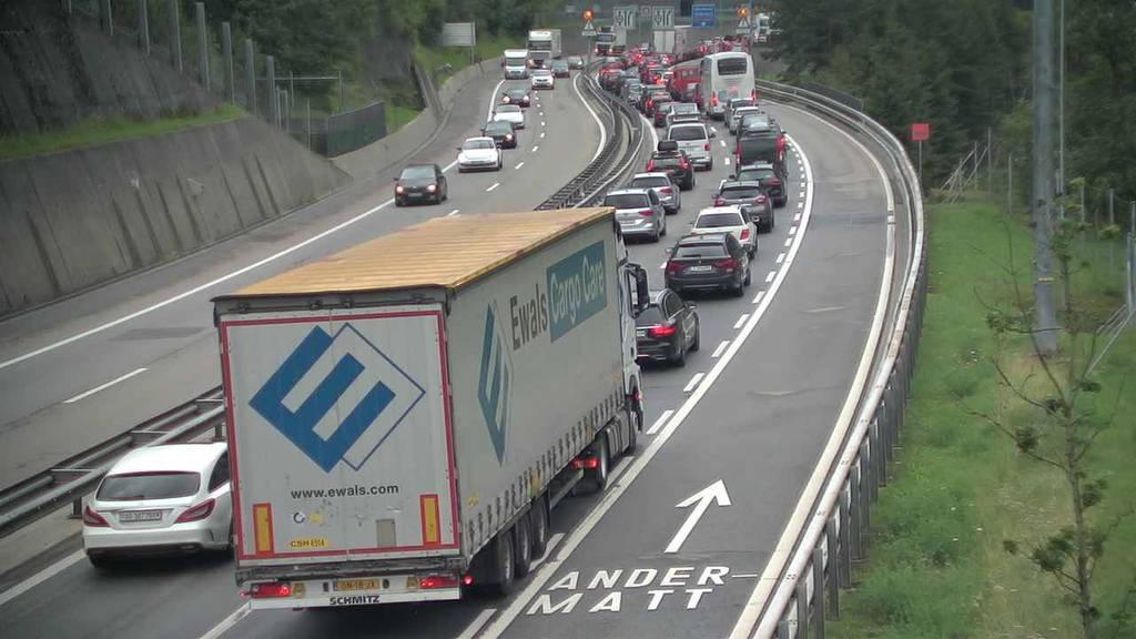 Stau am Gotthard: Reisende mussten sich bis zu 40 Minuten gedulden