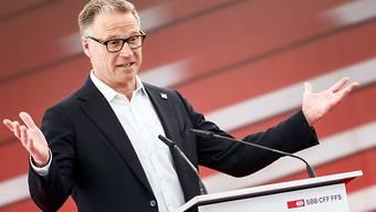 SBB-Chef Andreas Meyer bleibt der Topverdiener bei den bundesnahen Betrieben, auch wenn er zum ersten Mal seit langem weniger als eine Million Franken ausbezahlt bekam. (Archiv)