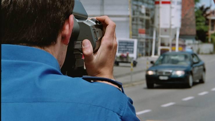 Der schnellste kontrollierte Fahrer war 126 anstatt der erlaubten 80 km/h unterwegs. (Symbolbild)