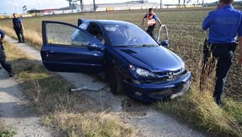 Der Lenker des blauen Peugeots versuchte mehrfach vor der Polizei zu flüchten.